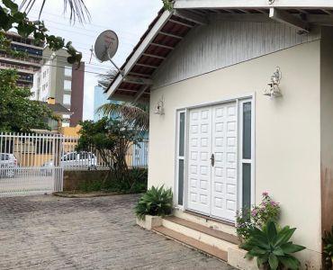 198 - Linda Casa Próxima do mar em Balneário Piçarras